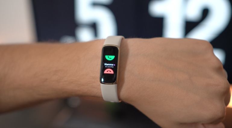 recensione fitbit luxe